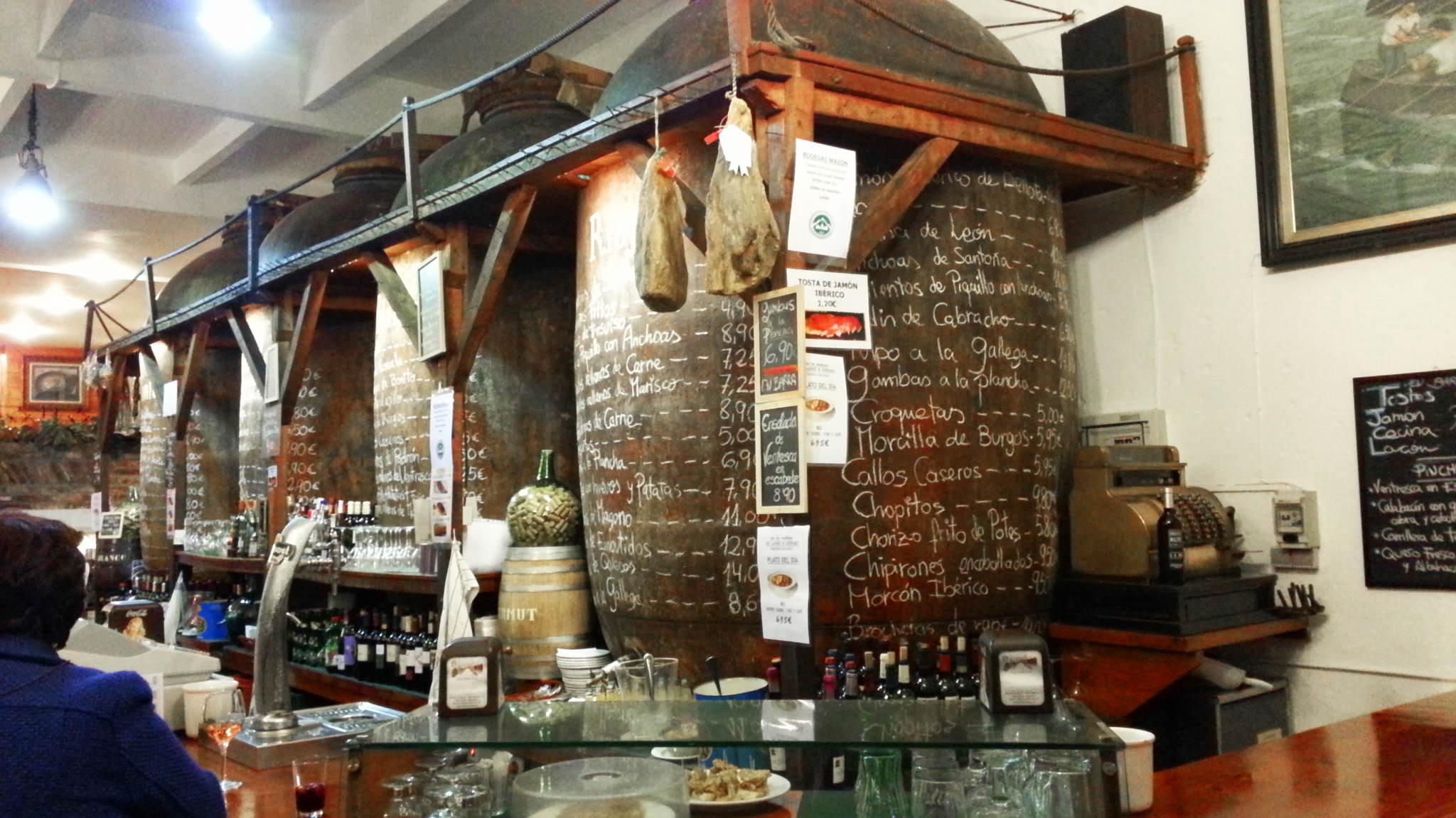 Decoracion de bodegas caseras great un restaurante acogedor con sillas estilo vintage y unas - Decoracion de bodegas caseras ...
